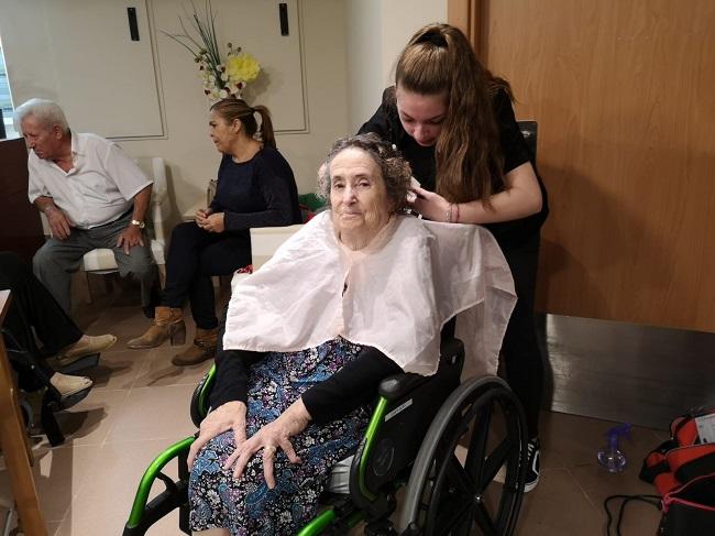 Prácticas voluntarias peluquería y estética (2)