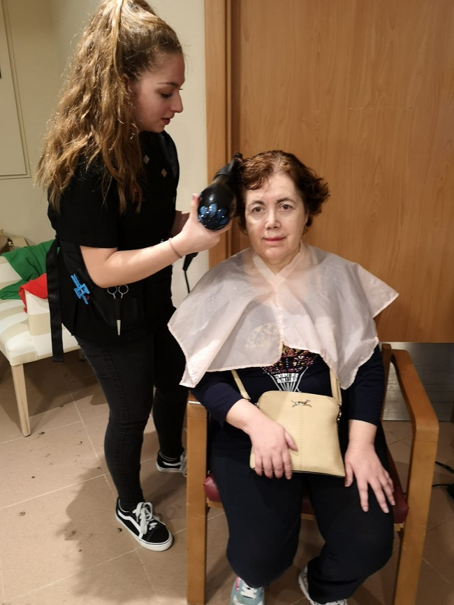 Prácticas voluntarias peluquería y estética 7