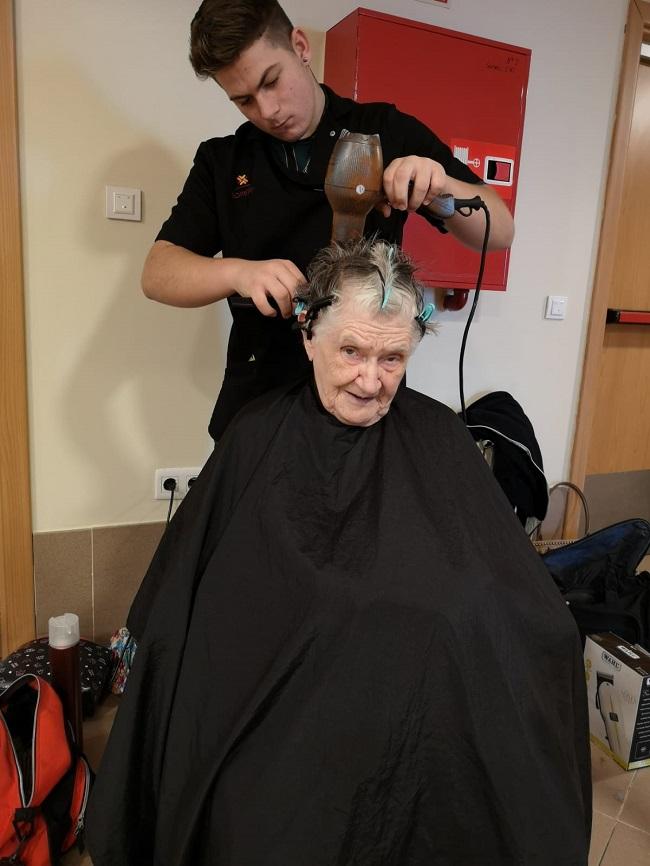 Prácticas voluntarias peluquería y estética 9