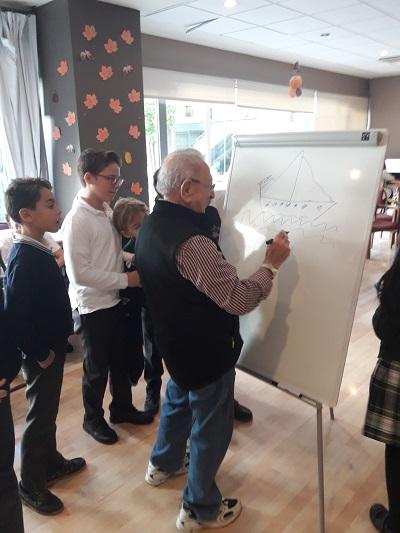 Encuentro intergeneracional en DomusVi Santa Justa 6