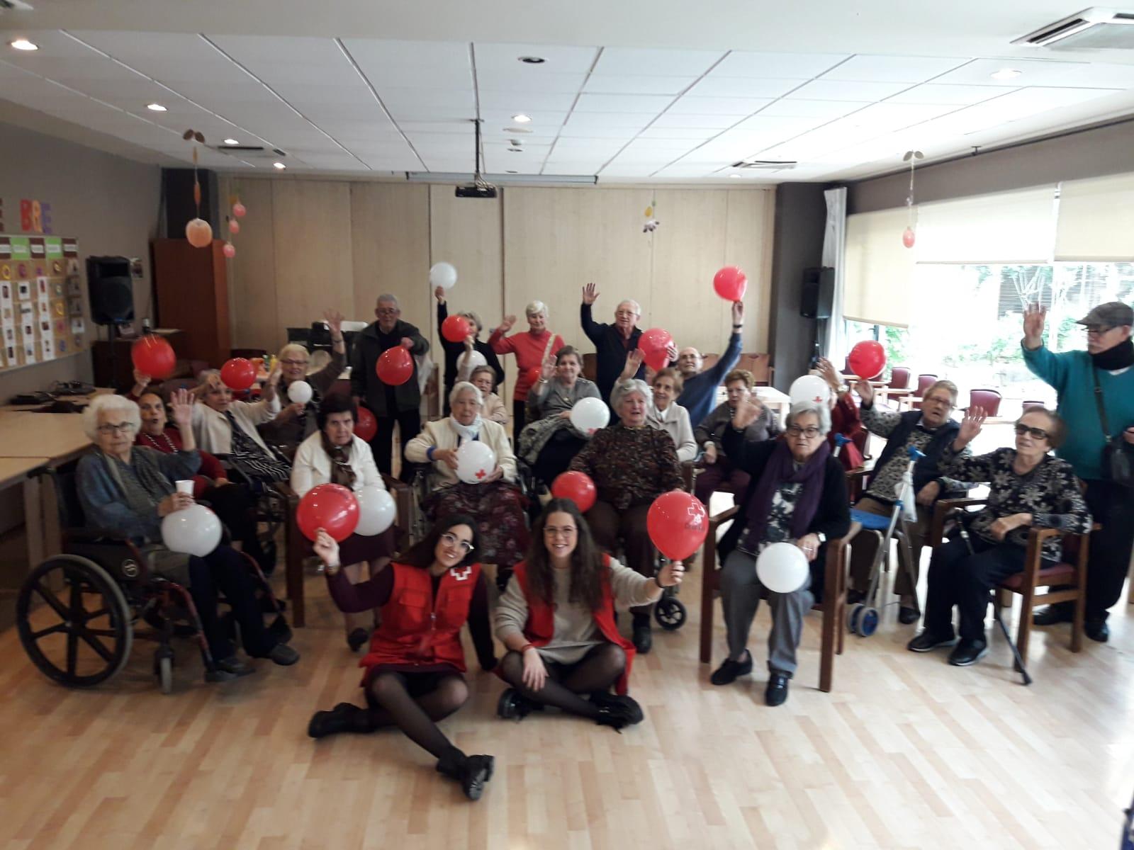 Musicoterapia junto a voluntarios en DomusVi Santa Justa 1