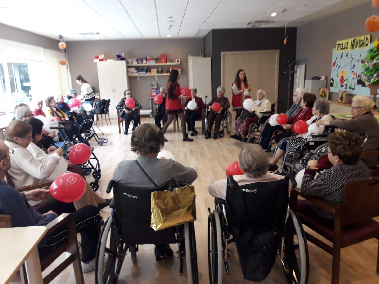 Musicoterapia junto a voluntarios en DomusVi Santa Justa 4