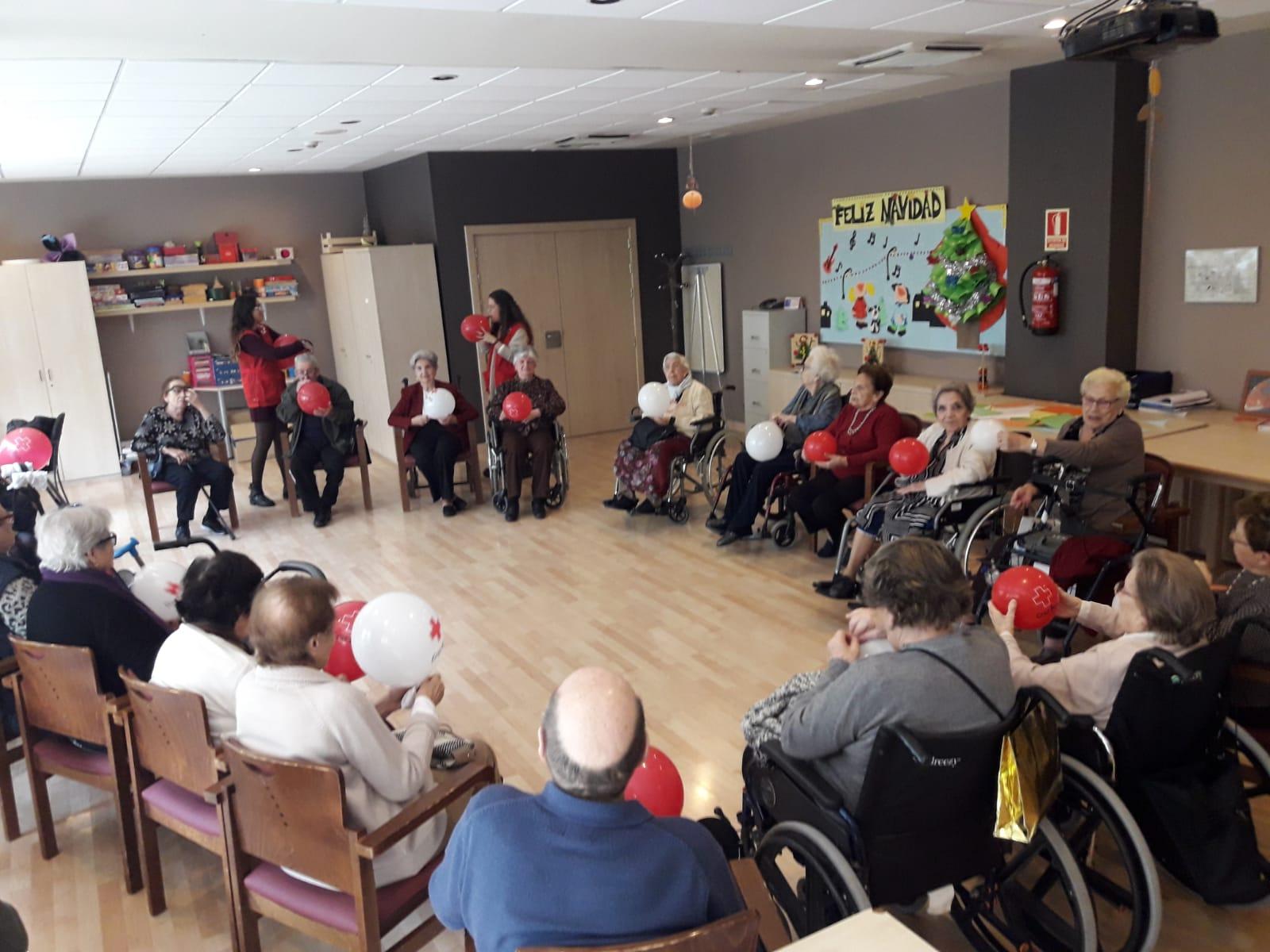 Musicoterapia junto a voluntarios en DomusVi Santa Justa 5