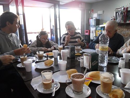 salida a desayunar residencia DomusVi Fuentesol