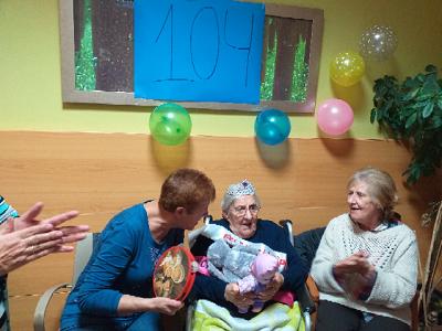 Cumpleaños de Residente 104 (1)
