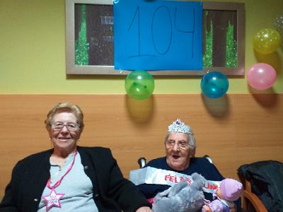 Cumpleaños de Residente 104 (2)