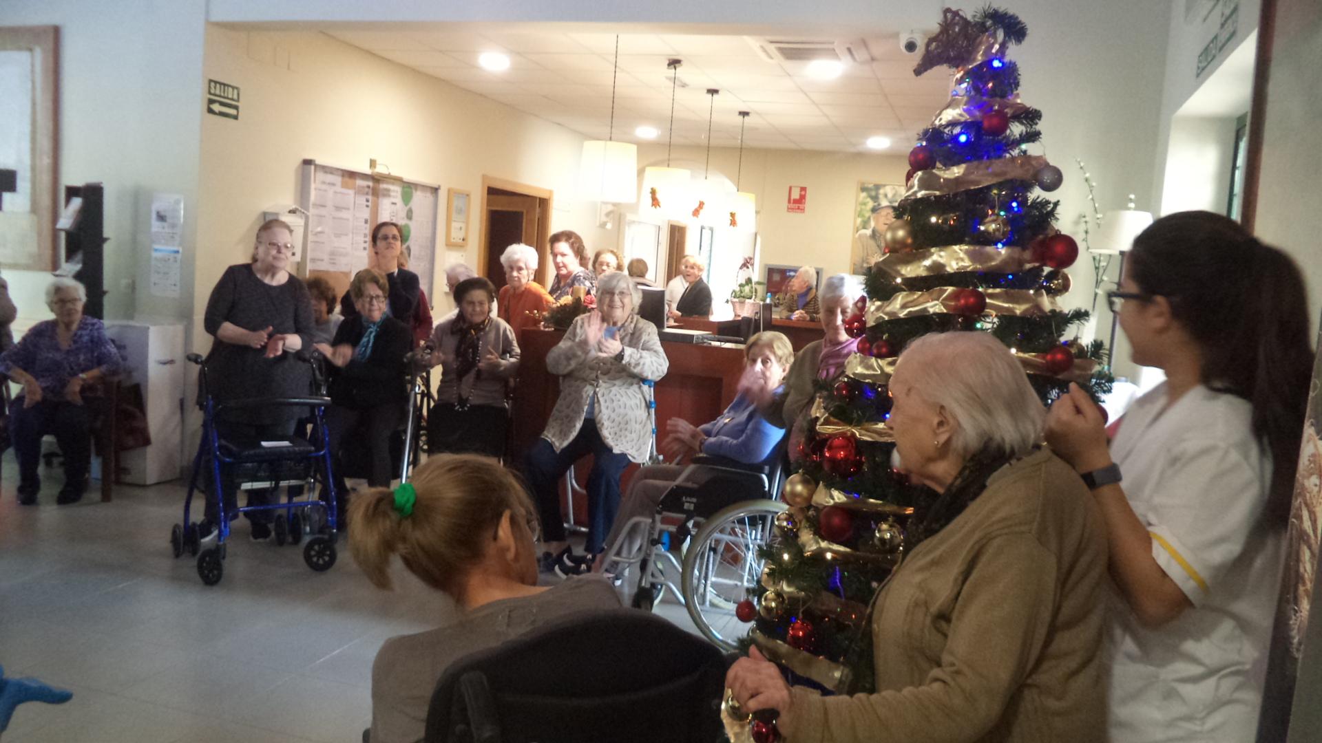 Alumbrado de Navidad en la residencia de mayores DomusVI Fuentesol