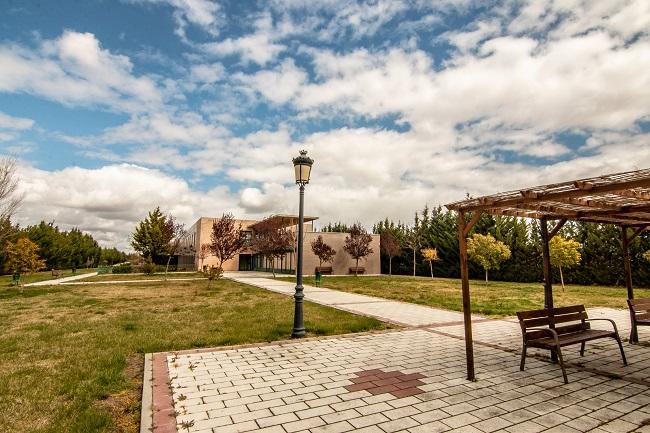 DomusVi Villaralbo terraza exterior