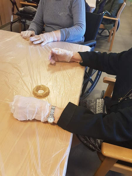 En DomusVi Alcalá de Guadaíra hacemos galletas
