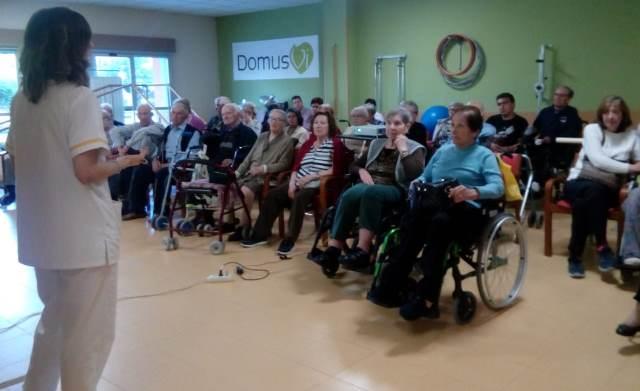 DomusVi Valdemoro 12 meses 12 charlas terapia ocupacional AVDS (5)