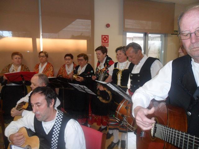 DomusVi Valdemoro coro Miel y Espiga casa regional de Extremadura de Getafe (10)