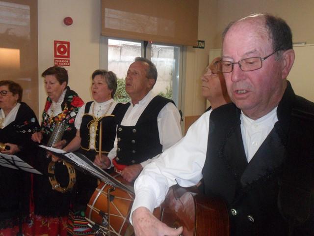 DomusVi Valdemoro coro Miel y Espiga casa regional de Extremadura de Getafe (12)