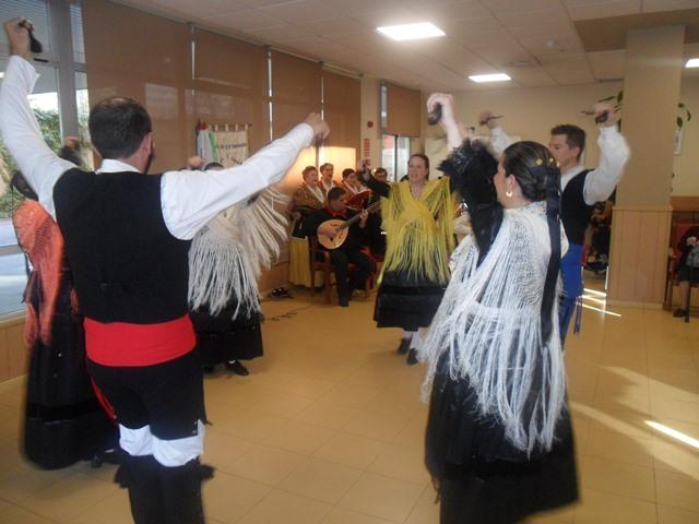 DomusVi Valdemoro coro Miel y Espiga casa regional de Extremadura de Getafe (7)