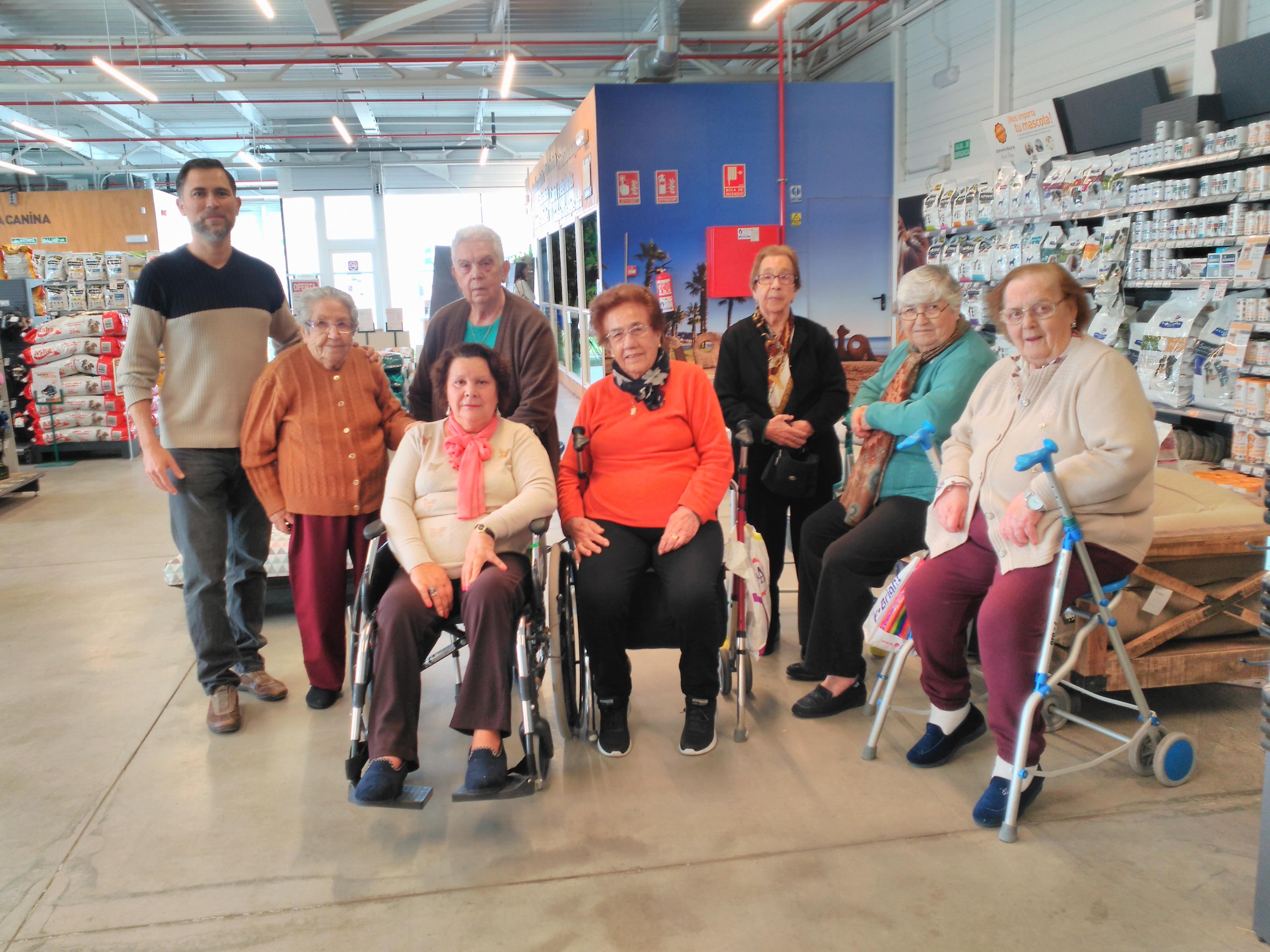 Visitando a verdecora los mayores de la residencia DomusVi Fuentesol