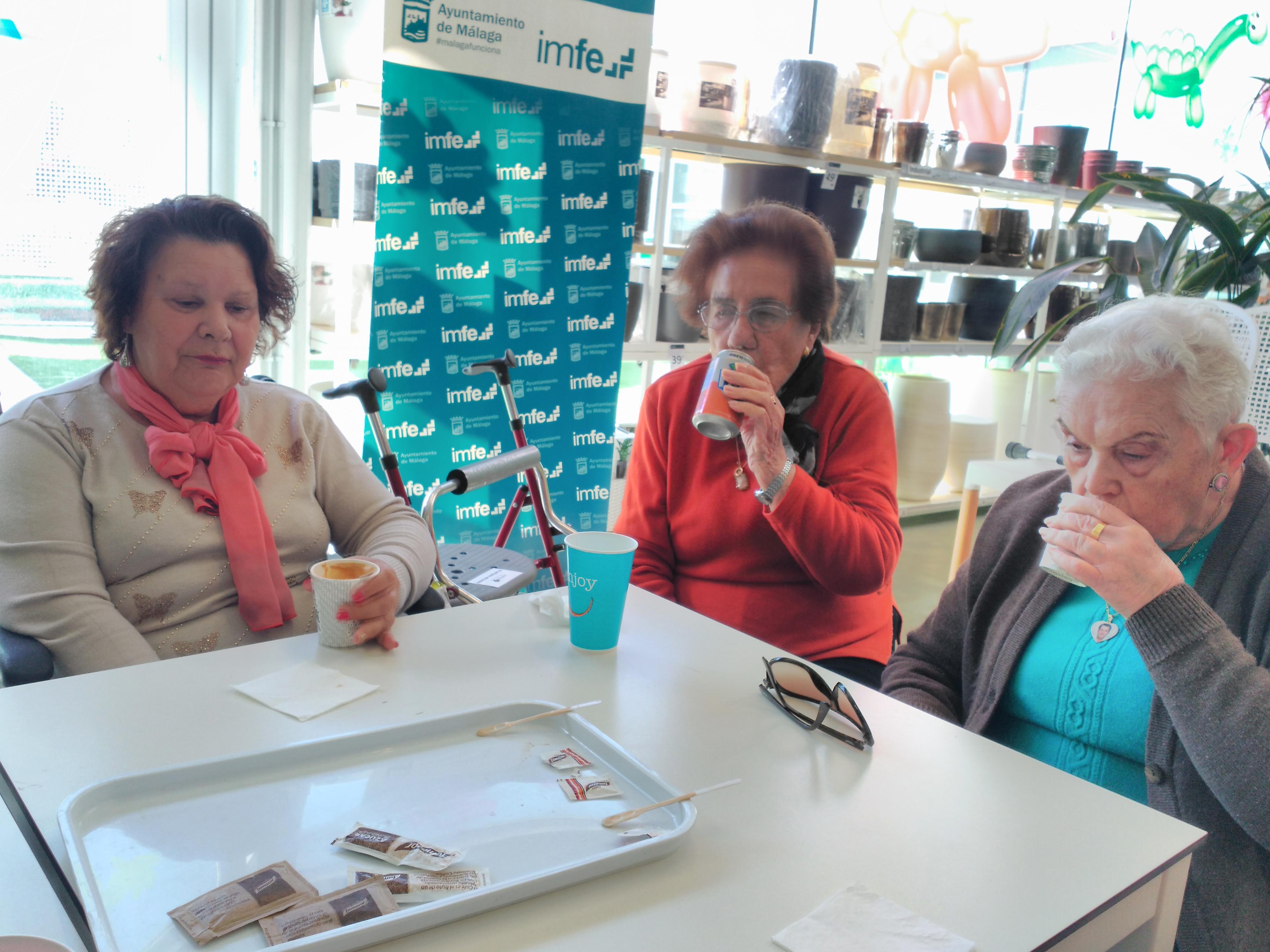 Un descanso en Verdecora los residentes de DomusVi Fuentesol
