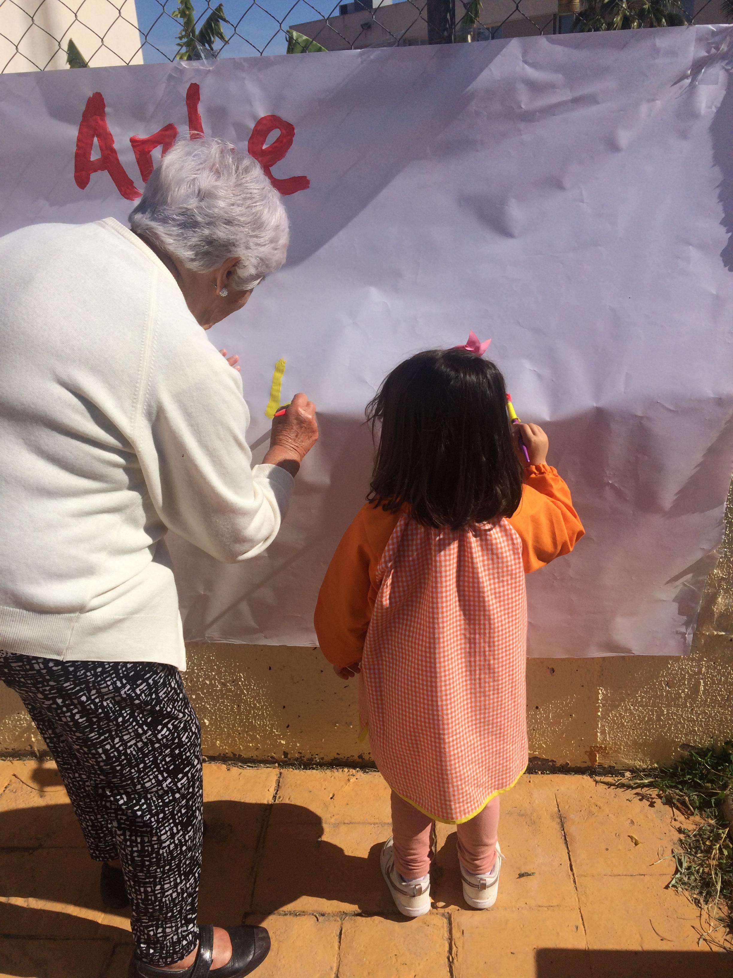 Arte compartido entre infancia y mayores DomusVi Fuentesol