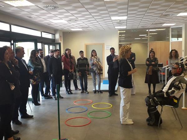 El Club de Empresas del Sevilla F.C. visita DomusVi Alcalá de Guadaíra para ponerse  en la piel de los mayores