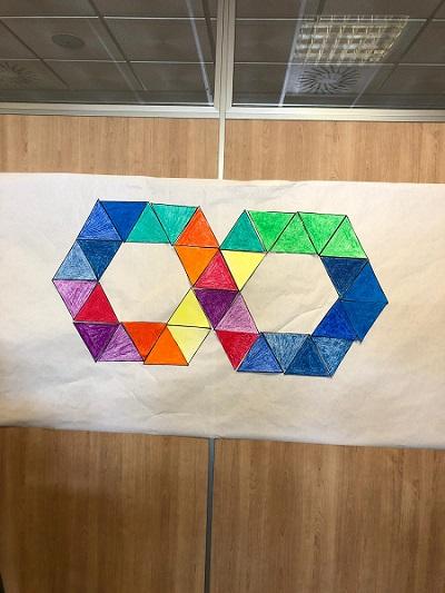 En DomusVi Alcalá de Guadaíra un gesto por el autismo