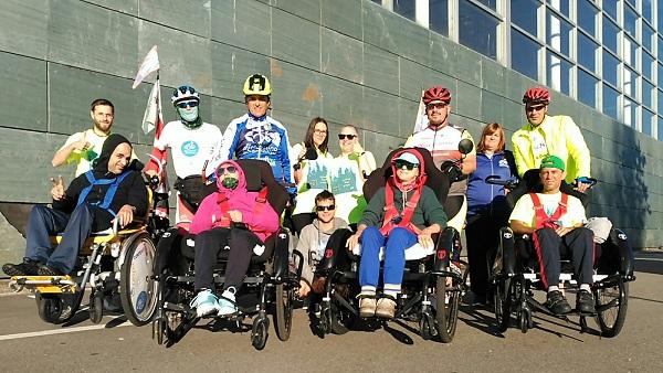 Usuarios del centro para personas con discapacidad física DomusVi Bóveda participan en una nueva edición del Discamiño