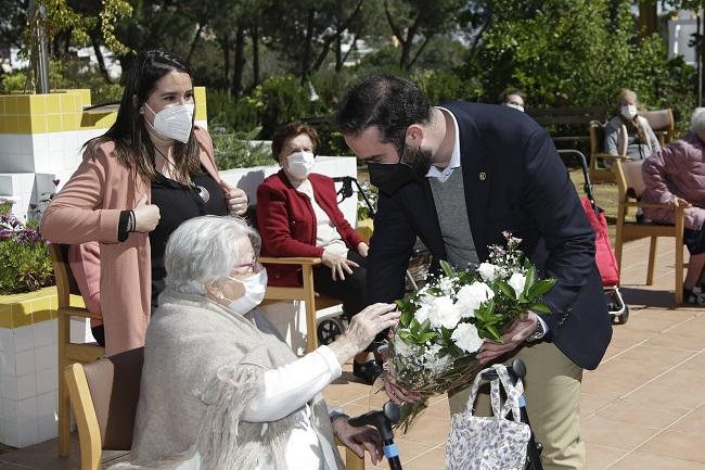 DomusVi-Alcala-de-Guadaira-ofrenda-floral-semana-santa-2