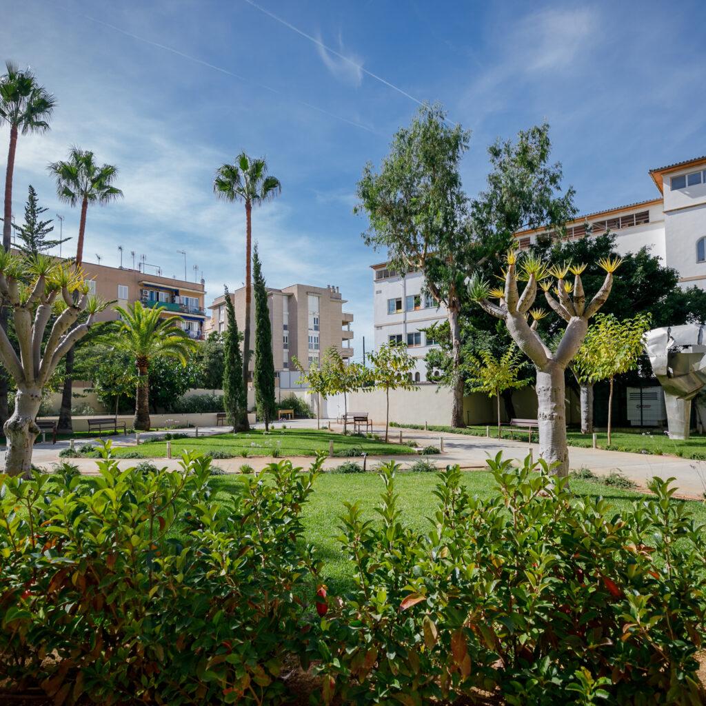 Residencia mayores Palma DomusVi Sa Riera jardín