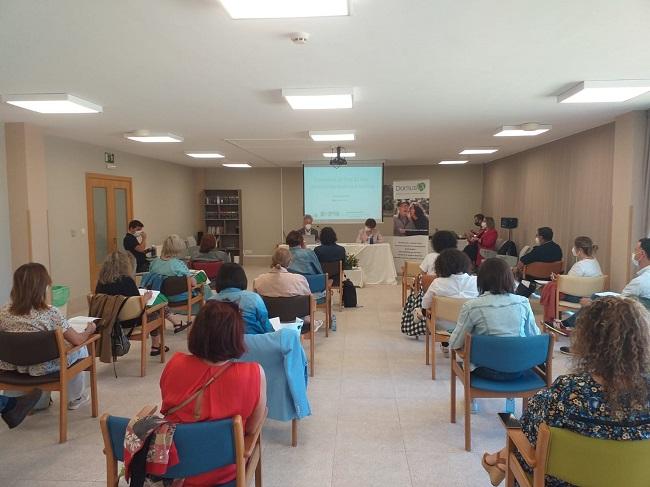 Asistentes a la jornada la Ley de la Eutanasia o el testamento vital de la residencia DomusVi Lalín