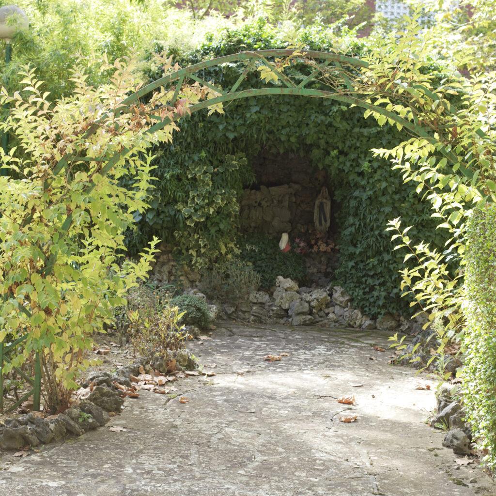 Residencia mayores Vitoria DomusVi Gazalbide jardines