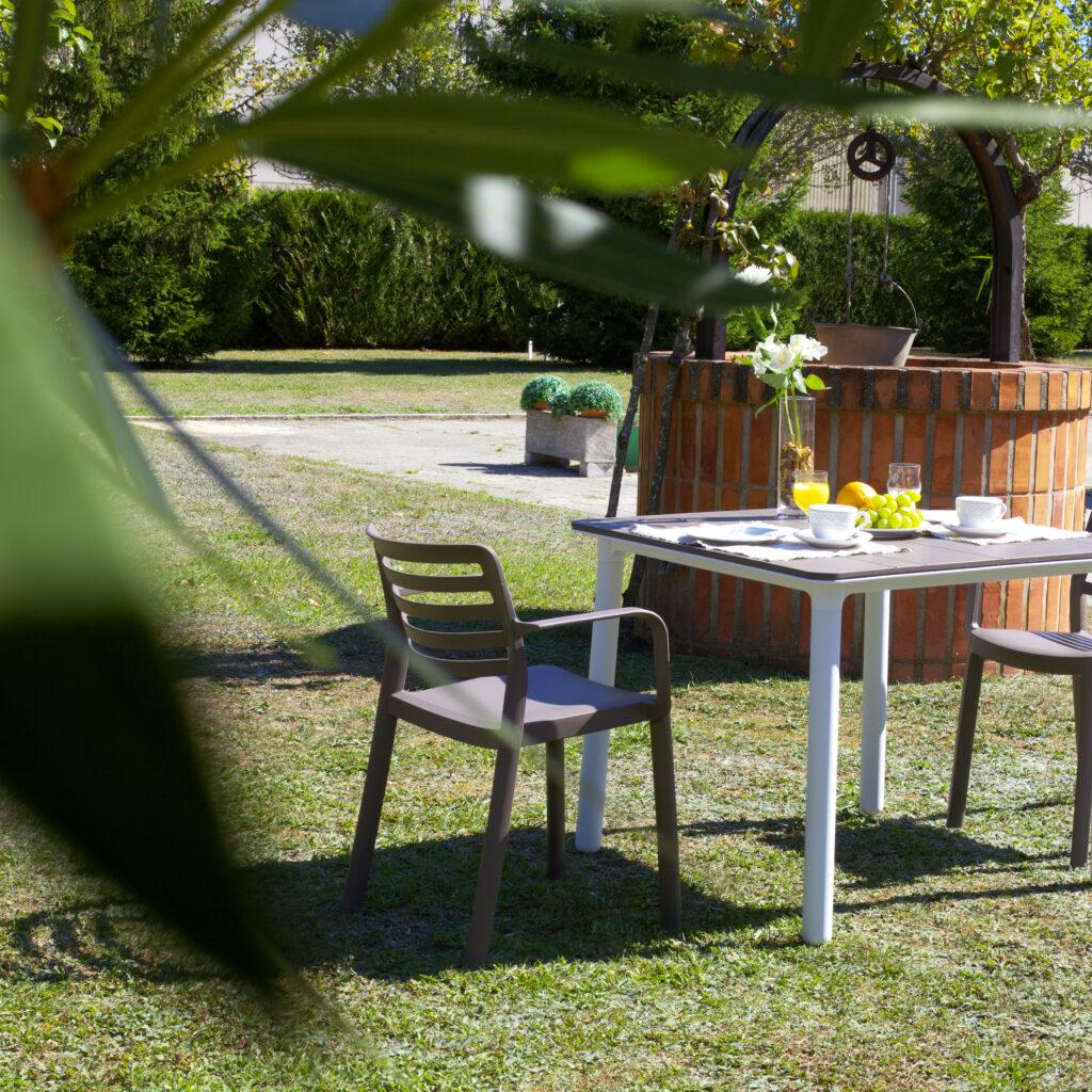 Residencia mayores Vitoria DomusVi Gazalbide jardín