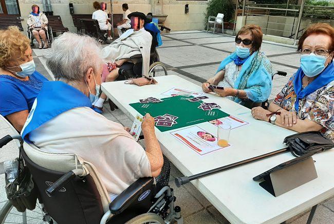 DomusVi-residencia-mayores-Ribera-campeonato-cartas (2)